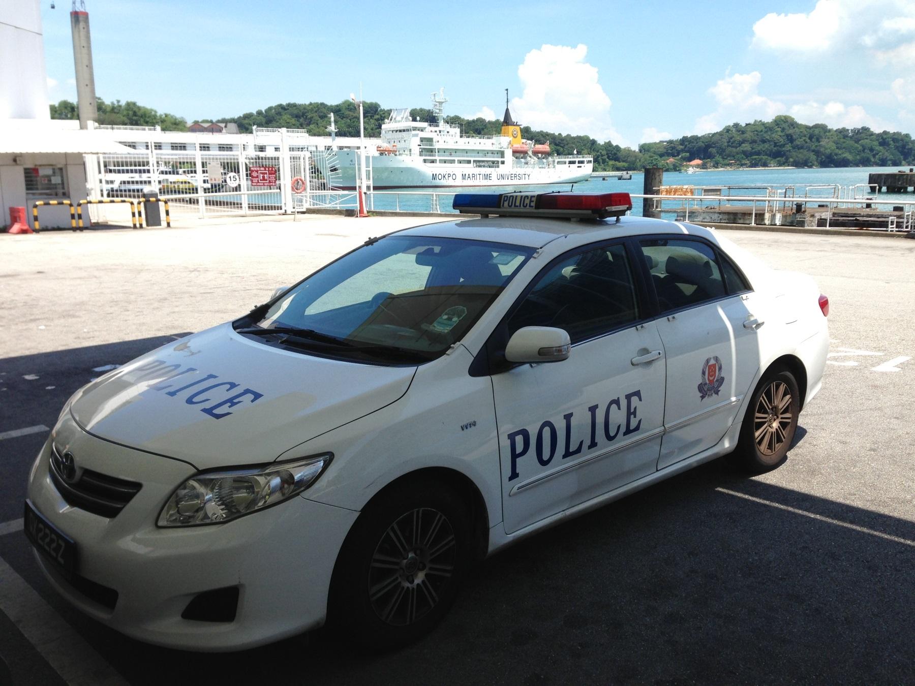 сингапур полиция